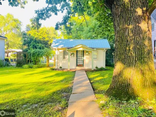 House view featured at 1922 Franklin St, Keokuk, IA 52632