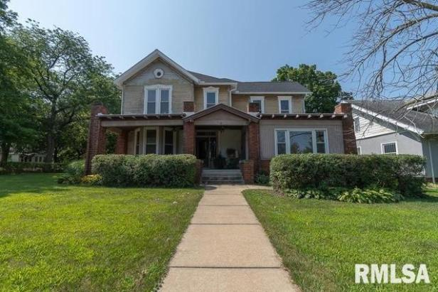 House view featured at 522 5th St, Lacon, IL 61540