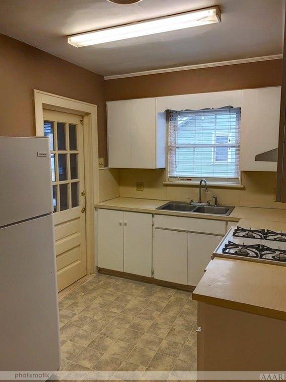 Kitchen featured at 816 N Broad St, Edenton, NC 27932