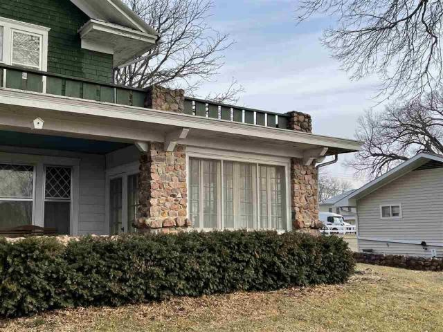 Porch yard featured at 715 5th St, Humboldt, NE 68376