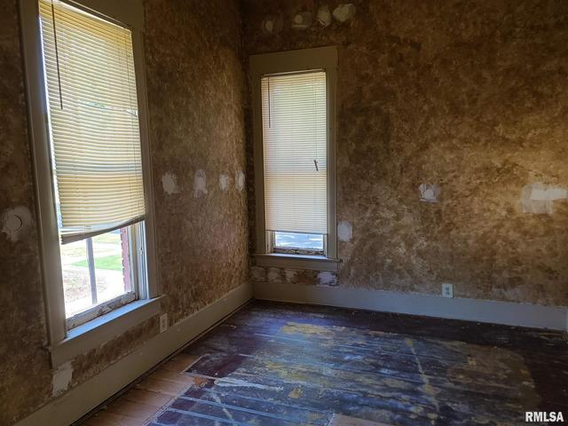 Property featured at 257 19th Pl, Clinton, IA 52732
