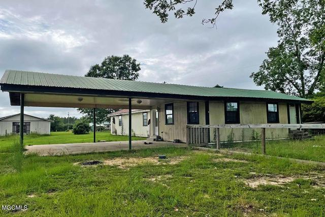 Porch yard featured at 147A Fig Farm Rd, Lucedale, MS 39452