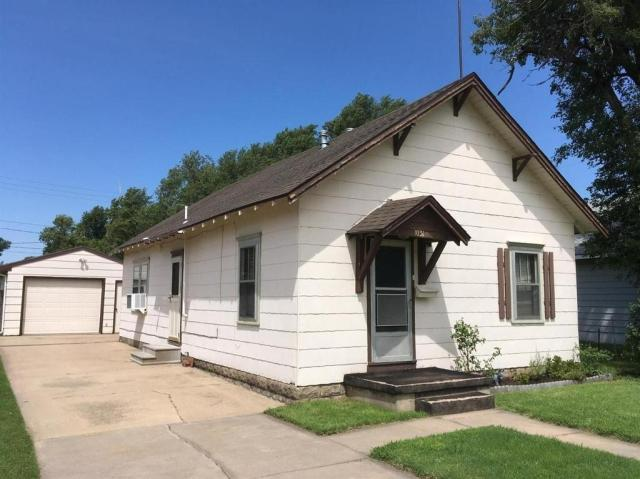 House view featured at 1031 Monroe St, Great Bend, KS 67530
