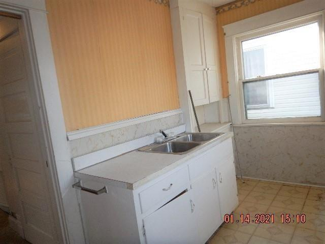 Laundry room featured at 141 Park Ave, New Castle, PA 16101
