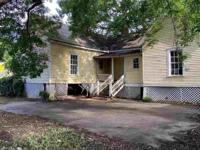 House view featured at 455 Railroad St, Flovilla, GA 30216