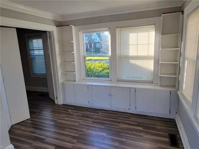 Porch featured at 3805 Monticello Blvd, Cleveland Heights, OH 44121