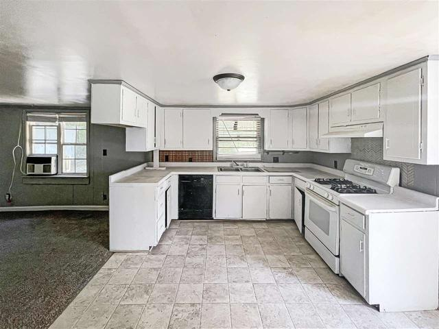 Kitchen featured at 189 Webb Ave E, Ripley, TN 38063