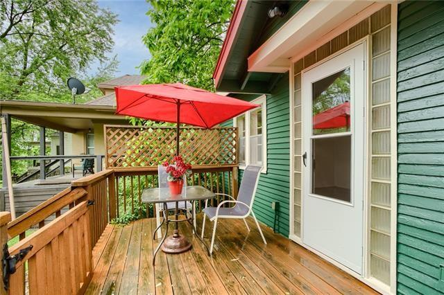 Porch featured at 426 Dunbar Ave, Excelsior Springs, MO 64024