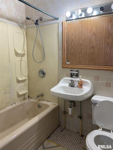 Bathroom featured at 436 E Ash St, Canton, IL 61520