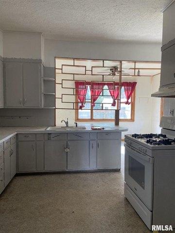 Kitchen featured at 436 E Ash St, Canton, IL 61520