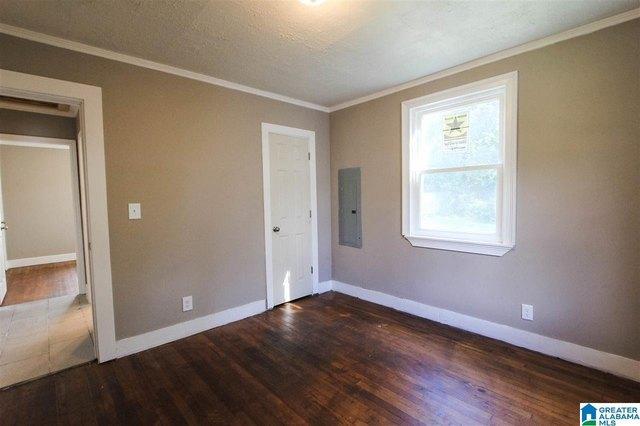 Bedroom featured at 913 Lockwood Ave, Anniston, AL 36207