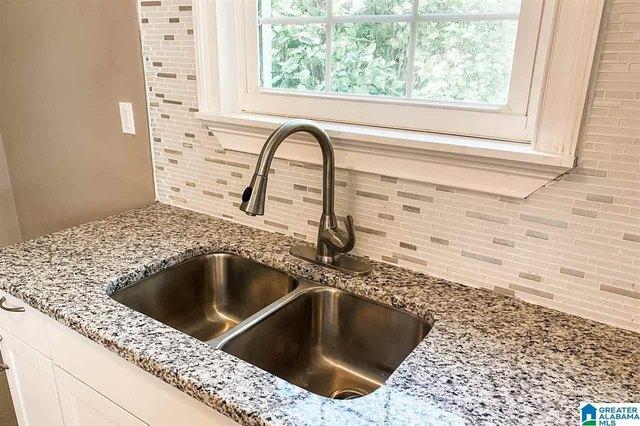 Kitchen featured at 913 Lockwood Ave, Anniston, AL 36207
