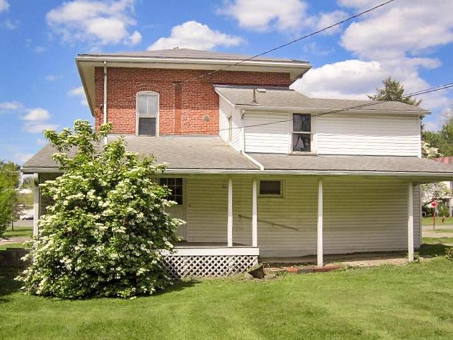 Porch yard featured at 706 N Gay St, Mount Vernon, OH 43050