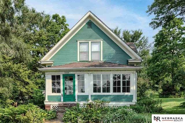 Porch featured at 3316 Ohio St, Omaha, NE 68111