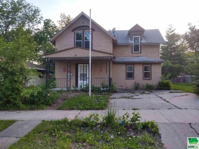 Yard featured at 215 N Roosevelt Ave, Cherokee, IA 51012