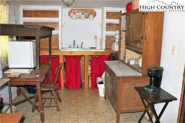 Kitchen featured at 5514 Elk Creek Darby Rd, Ferguson, NC 28624