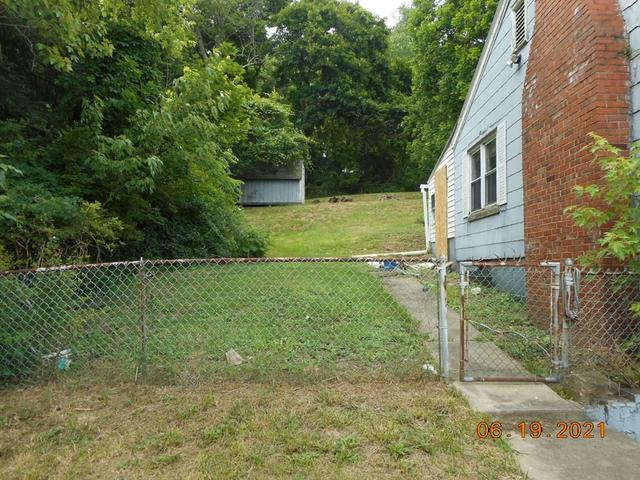 Yard featured at 905 Van Meter Way, West Liberty, WV 26074