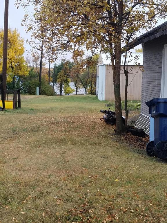 Yard featured at 301 McKinley Ave, Goodrich, ND 58444