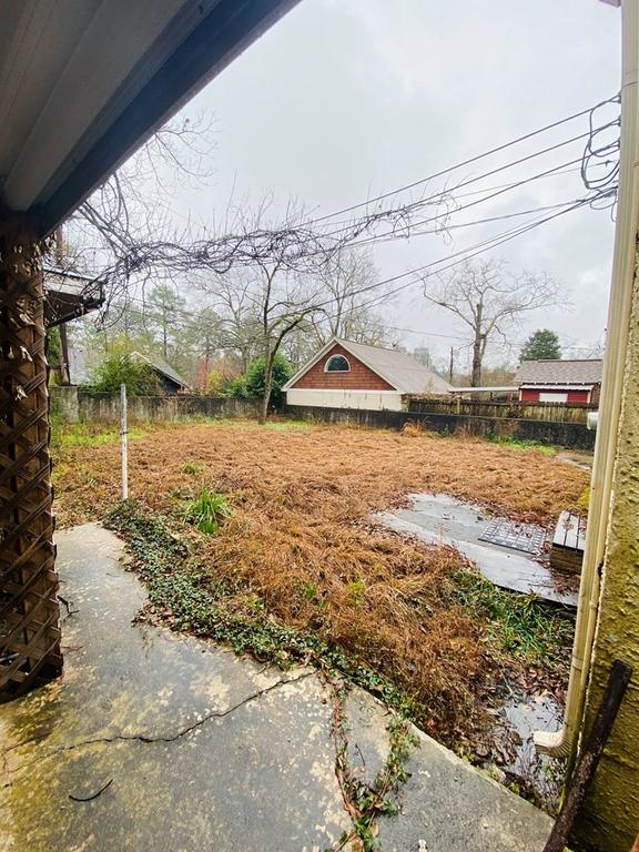 Yard featured at 1426 17th Ave, Columbus, GA 31901