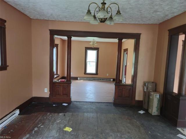 Living room featured at 521 W 23rd St, Lorain, OH 44052