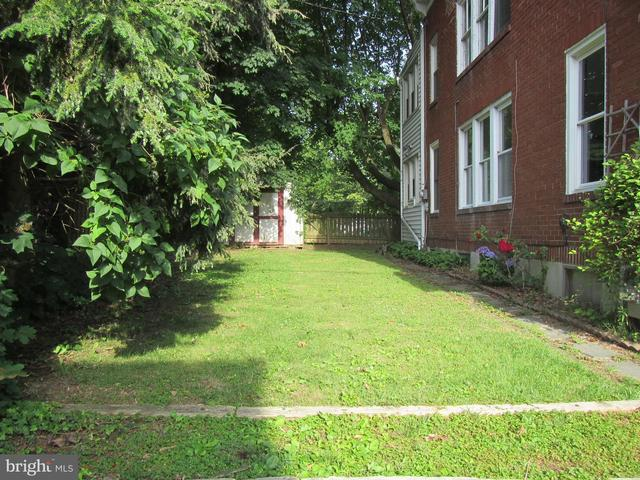 Yard featured at 117 Houston Ave, Harrisburg, PA 17103