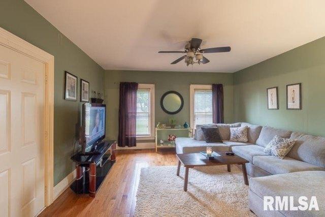 Living room featured at 610 E IL Route 17 St, Wenona, IL 61377