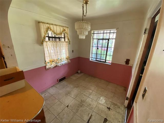 Dining room featured at 12339 Longview St, Detroit, MI 48213