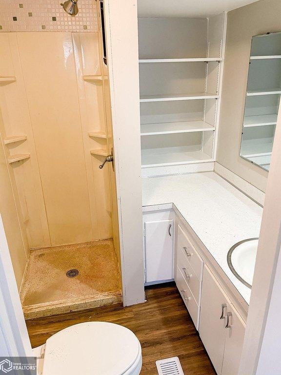Laundry room featured at 1508 Market St, Burlington, IA 52601