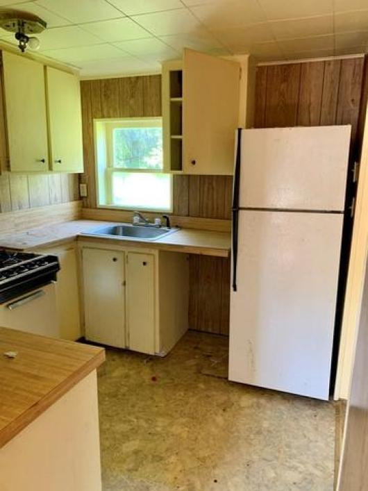 Kitchen featured at 1008 and 1100 Gibson St, Ozark, AR 72949