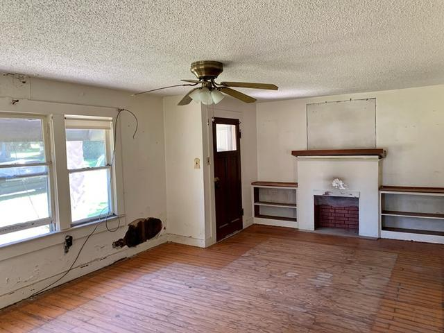 Bedroom featured at 1008 and 1100 Gibson St, Ozark, AR 72949