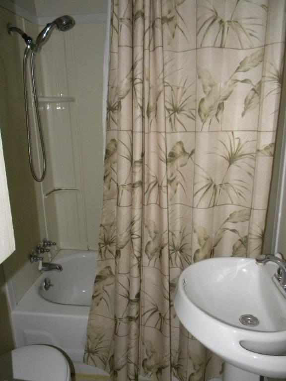 Bathroom featured at 407 W 9th St, Sterling, IL 61081