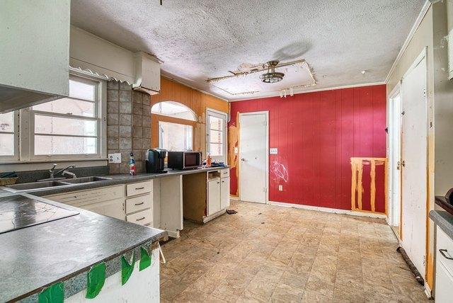 Kitchen featured at 139 Lick Skillet Rd, Saltville, VA 24370