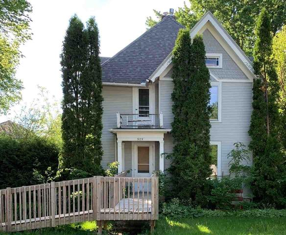 Porch yard featured at 505 N Iowa St, Charles City, IA 50616