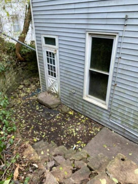 Yard featured at 478 W 2nd St, Maysville, KY 41056