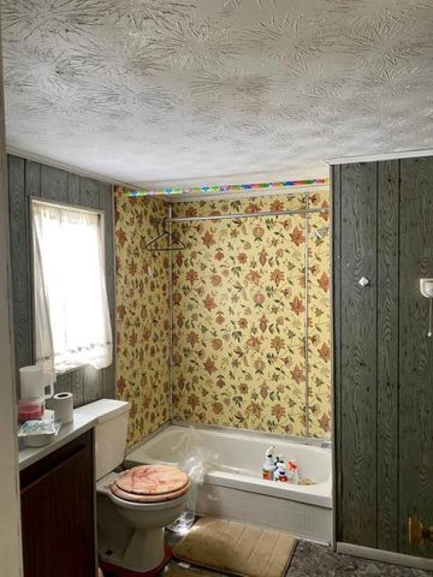 Bathroom featured at 407 W Central Ave, Fitzgerald, GA 31750