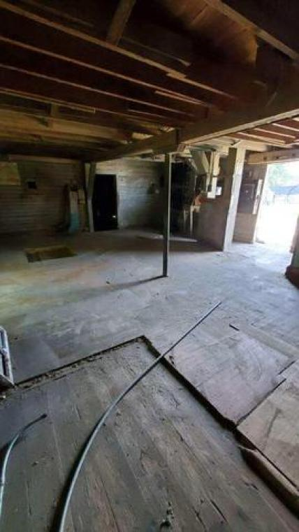 Garage featured at 3812 Elevator Rd, Cato, WI 54230