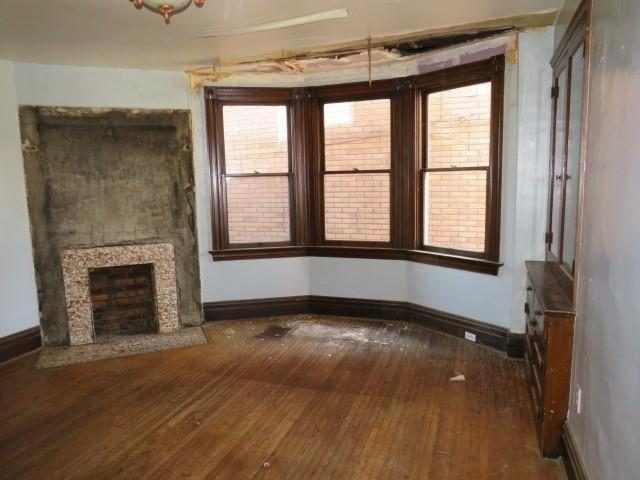 Living room featured at 311 Longfellow St, Vandergrift, PA 15690