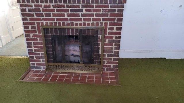 Living room featured at 28 Park Blvd, Staunton, VA 24401