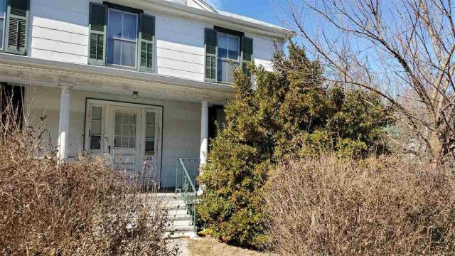 Porch yard featured at 28 Park Blvd, Staunton, VA 24401