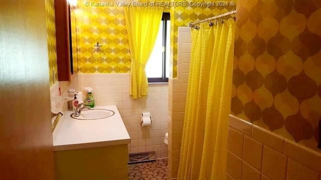 Bathroom featured at 706 Viewmont Dr, Charleston, WV 25302