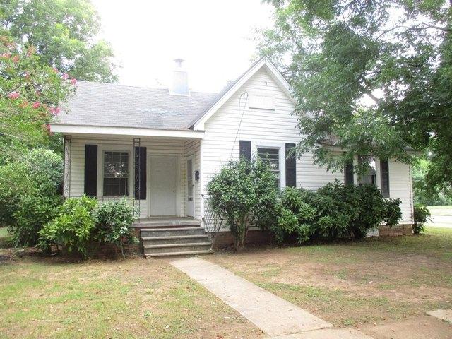 House view featured at 360 5th St, Cedartown, GA 30125