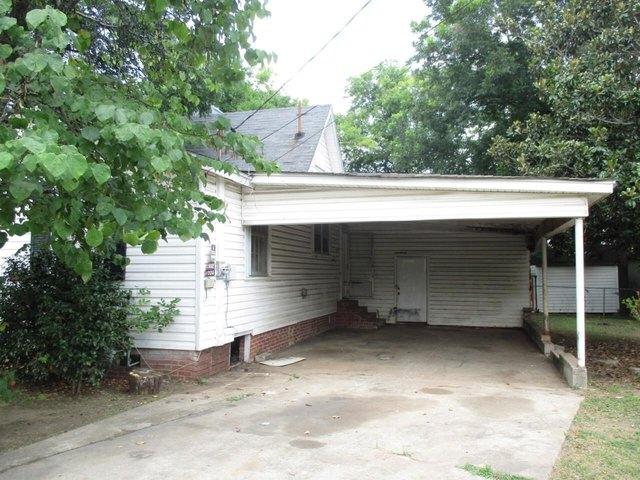 Garage featured at 360 5th St, Cedartown, GA 30125