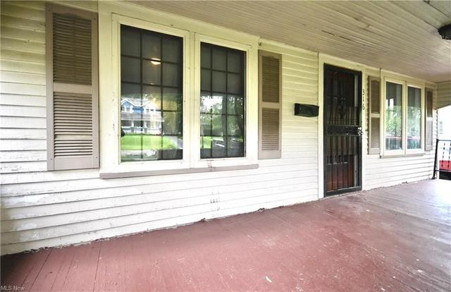 Porch featured at 316 E Lucius Ave, Youngstown, OH 44507