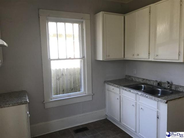 Laundry room featured at 142 Williamsburg Ave, Lake City, SC 29560
