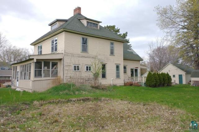 Porch yard featured at 106 S Poplar Ln, Hinckley, MN 55037