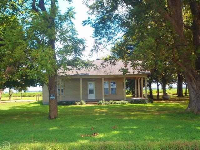 Yard featured at 4050 Jackson 37, Newport, AR 72112