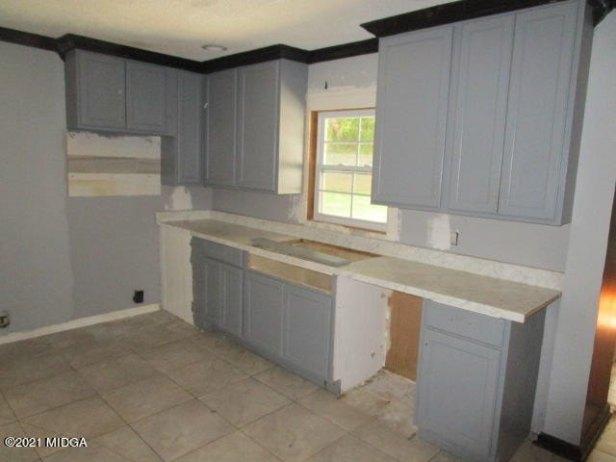 Kitchen featured at 2762 Portland Pl, Macon, GA 31211