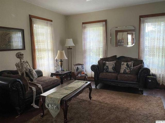 Living room featured at 510 S Fulmer St, Nauvoo, IL 62354