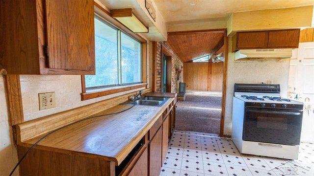 Kitchen featured at 2861 Hermansau Rd, Saginaw, MI 48604