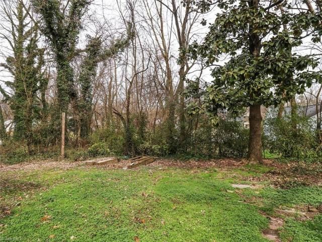 Yard featured at 2624 W Court St, Greensboro, NC 27407
